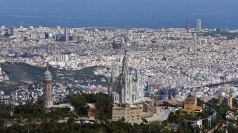 Big swells force postponement of Barcelona opener