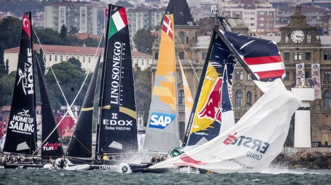 Drama in Istanbul as Red Bull Sailing Team break their mast