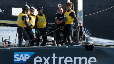 SAP Extreme Sailing Team trionfa a Cardiff e va in testa alla classifica delle Extreme Sailing Series™